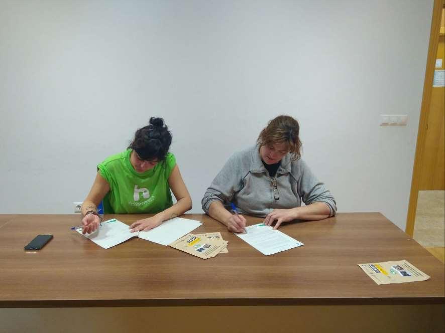 Firma del acuerdo de custodia del territorio con la propietaria de la finca de Castellar de Santaigo