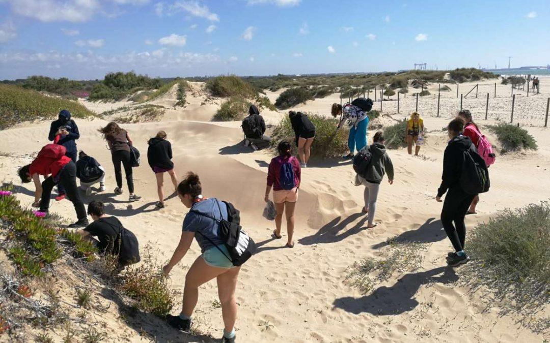 """Más de 1.100 voluntarios han participado de marzo a julio del proyecto """"Voluntariado ambiental en playas y ríos"""" en Madrid y Cádiz"""