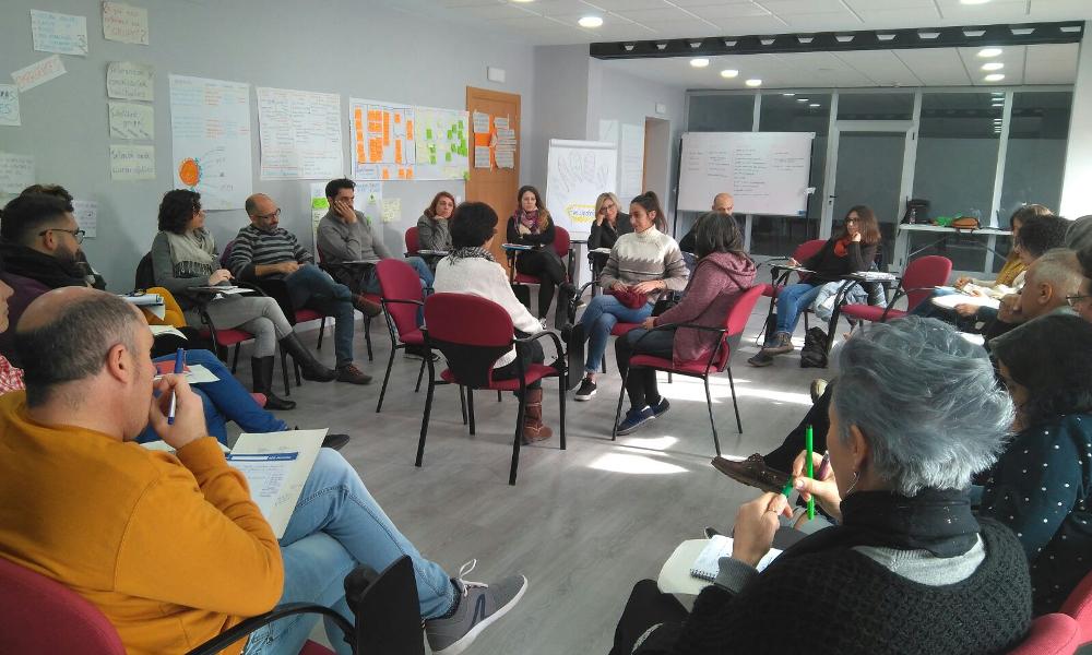 Facilitación de grupos y teleacompañamiento para organizaciones